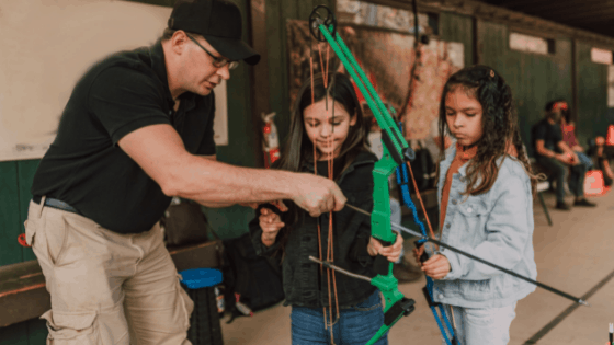 How To Aim A Compound Bow - With & Without Sights